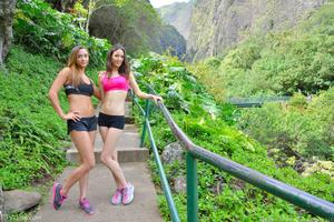 http://img167.imagevenue.com/loc1011/th_558330378_Mary_and_Aubrey_Hawaii_II_Hiking_Lao_Valley_21_123_1011lo.jpg