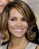 th_62535_Halle_Berry_2009_Jenesse_Silver_Rose_Gala_Auction_in_Beverly_Hills_34_122_1046lo.jpg