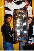 1983 - Thriller Certified Platinum  Th_579296122_184601_191228540909830_2873051_n_122_1057lo