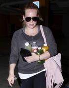 http://img167.imagevenue.com/loc1124/th_670792651_Hilary_Duff_leaving_the_gym8_122_1124lo.jpg