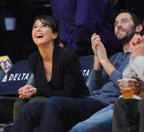 Эммануэль Шрики, фото 1689. Emmanuelle Chriqui attends the Los Angeles Lakers vs. Memphis Grizzlies NBA game in LA - 08.01.2012, foto 1689