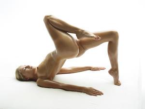 Darina-L-Body-Shots--142ab8b02l.jpg